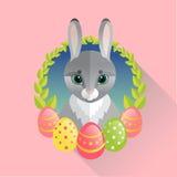 Conejo de Pascua con los huevos pintados Imagenes de archivo
