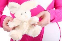 Conejo del juguete y vientre bonitos de la mujer embarazada Imagen de archivo