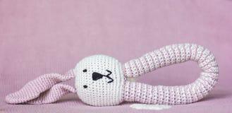 Conejo hecho punto del juguete Imagen de archivo
