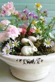 conejo, huevo y flor para el día de Pascua Fotos de archivo