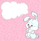 Conejo lindo en un fondo rosado Tarjeta de felicitación con el lugar para la enhorabuena Vector Imagenes de archivo