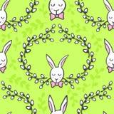 Conejos blancos con el modelo inconsútil feliz de Pascua de los deseos en verde Imágenes de archivo libres de regalías