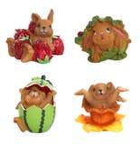 Conejos y fruta en Pascua Fotos de archivo