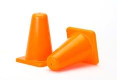 Cones alaranjados do tráfego no branco Foto de Stock