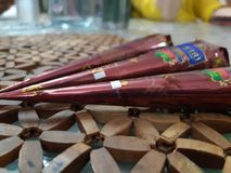 Cones da hena com borrão do fundo e tom morno imagem de stock