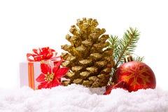 Cones de abeto e bola vermelha do Natal Foto de Stock Royalty Free