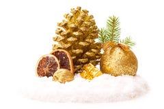 Cones de abeto e bola vermelha do Natal Imagens de Stock Royalty Free