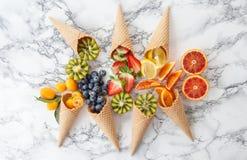 Cones de gelado com frutos frescos Fotografia de Stock Royalty Free