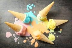 Cones de gelado derretidos foto de stock royalty free