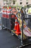 Cones do tráfego e loja do equipamento da estrada Fotografia de Stock