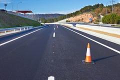 Cones do tráfego em um estrada Imagem de Stock Royalty Free