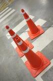 Cones do tráfego na faixa de travessia Imagens de Stock Royalty Free