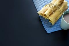 Cones do waffle do açúcar no fundo escuro Imagem de Stock Royalty Free