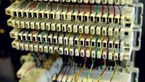 Conexão da cruz do cabo do painel da telecomunicação vídeos de arquivo