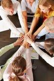 Conexão de rede com muitas mãos Foto de Stock Royalty Free