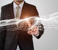 Conexão de rede tocante do voo do dedo do homem de negócios Imagens de Stock