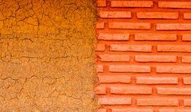 A conexão dos dois tipos dos materiais para construir casas Fotografia de Stock Royalty Free
