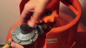 Conexão e desconexão da válvula de gás filme