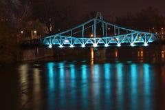 Conexão, encontro na ponte romântica Fotos de Stock Royalty Free