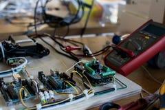 Conexões de um circuito que controle tiras do diodo emissor de luz em um interacti Fotos de Stock