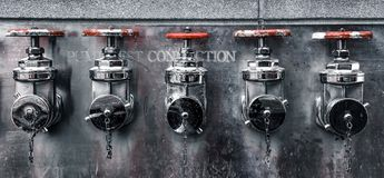 Conexões niveladas do teste da bomba de fogo da Cinco-maneira foto de stock royalty free