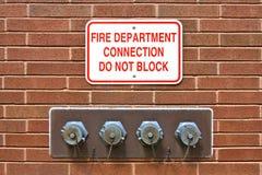 Conexión de la columna de alimentación del cuerpo de bomberos Foto de archivo