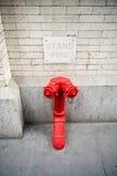Conexión de la columna de alimentación para el cuerpo de bomberos en Nueva York Imagen de archivo libre de regalías