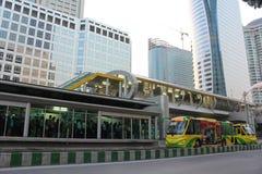 Conexión de puente del cielo al tránsito rápido Sta de Bangkok Fotografía de archivo libre de regalías