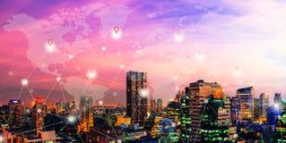 Conexión de red en ciudad, concepto mundial del comercio electrónico fotografía de archivo libre de regalías