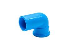 Conexión de tubo azul del pvc con la válvula aislada en blanco Imágenes de archivo libres de regalías