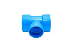 Conexión de tubo azul del pvc con la válvula aislada en blanco Imagen de archivo libre de regalías
