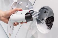 Conexión del coche eléctrico Fotos de archivo libres de regalías