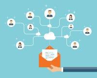 conexión del contenido del márketing del correo electrónico del negocio en gente Imagen de archivo libre de regalías