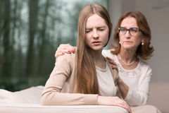 Conexión difícil entre la madre y la hija Imagen de archivo libre de regalías