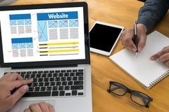 Conexión en línea del navegador del ordenador de la página web de Internet del sitio web del WWW fotos de archivo