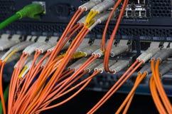 Conexiones ópticas de la fibra con los servidores Fotografía de archivo