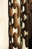 Conexiones de cadena aherrumbradas pesadas Imagen de archivo libre de regalías