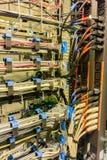 Conexiones del interruptor de red para el cable de la red imagen de archivo libre de regalías