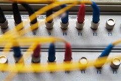 Conexiones fibroópticas del estante Imagen de archivo