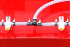 Conexiones hidráulicas de un detalle industrial de la maquinaria Imagenes de archivo