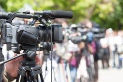 Conférence de presse Événement de media de pelliculage avec une caméra vidéo photographie stock libre de droits