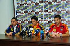 Conférence de presse pour l'équipe de football roumaine Images libres de droits
