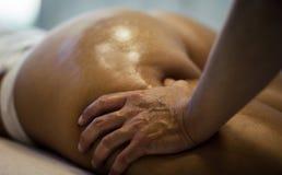 Confíe en a su masajista fotografía de archivo libre de regalías