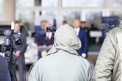 Conf?rence de presse ?v?nement de media de pelliculage avec une cam?ra vid?o photos stock