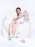 Confecção de malhas da mulher gravida Fotografia de Stock