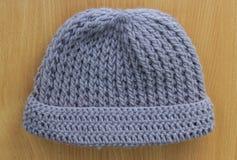 Confecção de malhas dos chapéus feito a mão Fotos de Stock