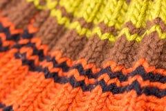 Confecção de malhas Textura feita malha fundo Agulhas de confecção de malhas brilhantes fotografia de stock