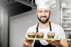 Confectioner with sweet pastry in the manufacturing royalty free stock photos