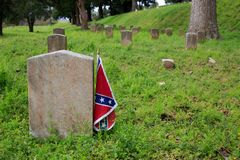 Confederate Flag Grave Marker. A new Confederate flag adorns a Civil War grave in the U.S. National Cemetery in Vicksburg National Military Park, Vicksburg Stock Photo