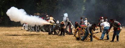 Confederate soldiers fire canon Royalty Free Stock Photos